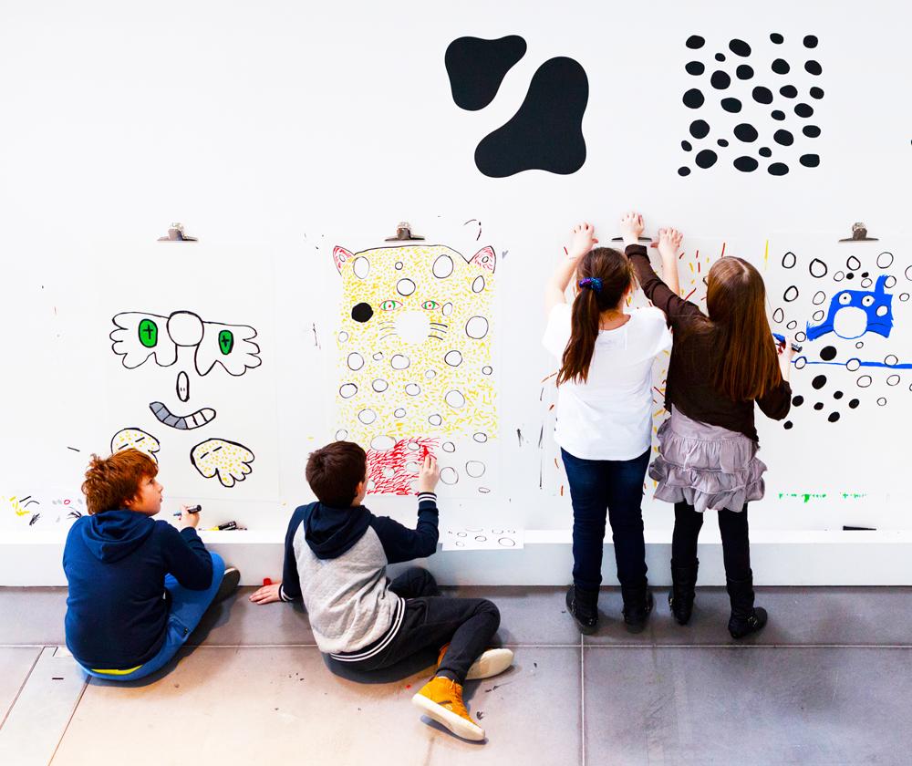 Motifs et illustration animaux by Tomoe Sugiura. LeBestiaire de Ionna Vautrin, Biennale de Saint Etienne 2015. Photo-Michel-Giesbrecht